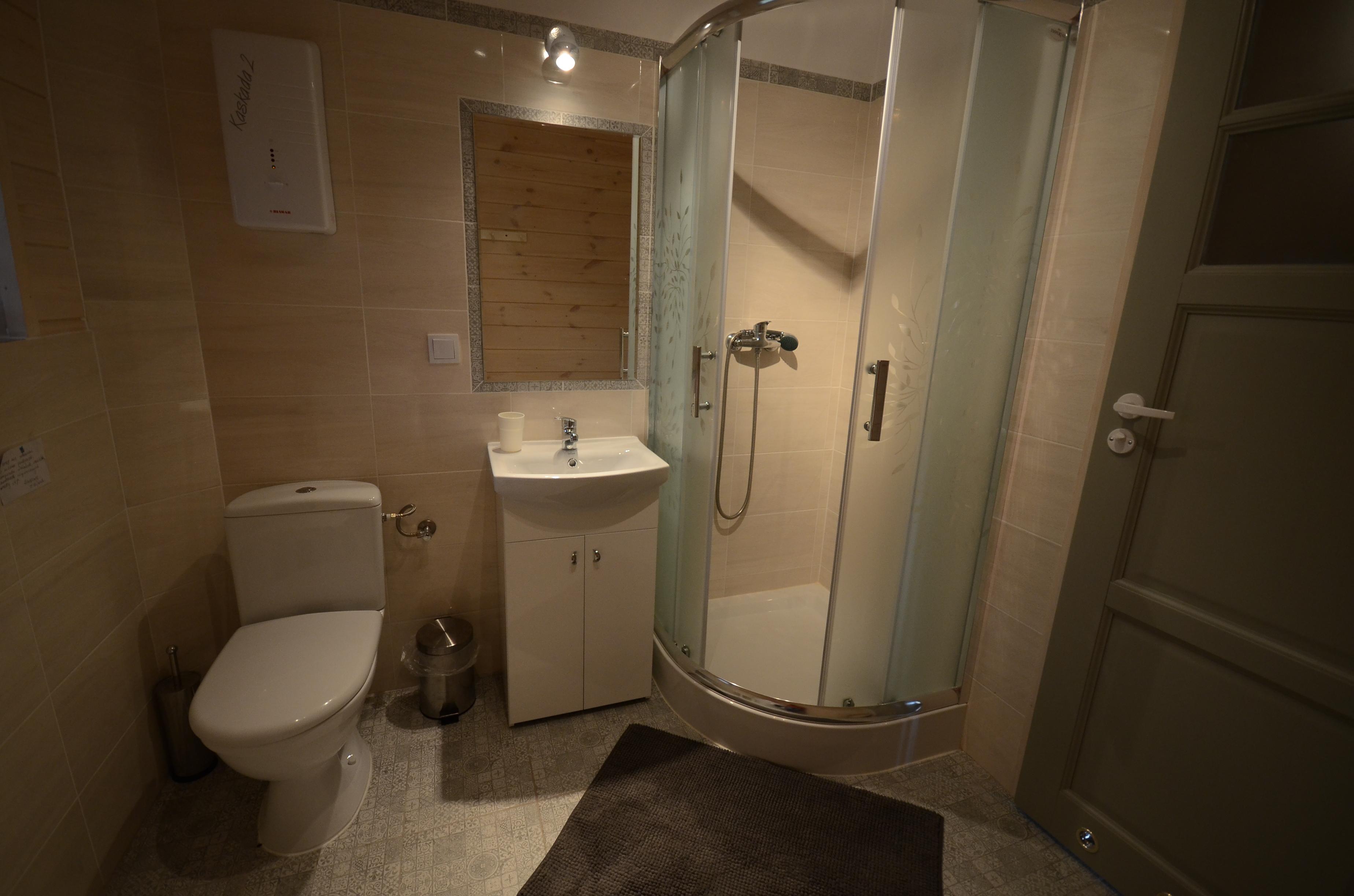 Łazienka pokój 4 os-parter.
